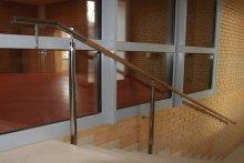Pochwyty przyścienne i na słupkach schodowe