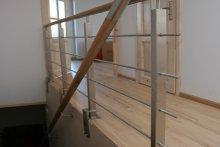 Balustrada schodowa wewnętrzna stal nierdzewna pochwyt drewniany