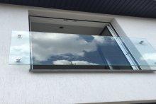 Balustrada okienna szklana porfenetr
