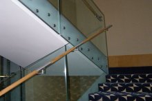 Balustrady schodowe szklane samonośne pochwyt okrągły Suwałki